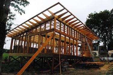 construction ossature bois et botte de paille sur pilotis bois autre logis. Black Bedroom Furniture Sets. Home Design Ideas